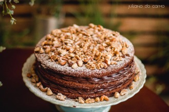 Naked cake chocolate com castanhas