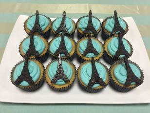 Cupcakes de baunilha com recheio de brigadeiro